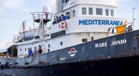 Οι Aρχές κατάσχεσαν το Mare Jonio και το οδηγούν στη Λαμπεντούζα