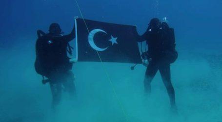 Έντονη αντίδραση Αποστολάκη για την τουρκική σημαία στον βυθό της Σούδας