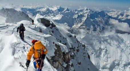 Δεκάδες σοροί ορειβατών εμφανίστηκαν στο Έβερεστ μετά το λιώσιμο των πάγων