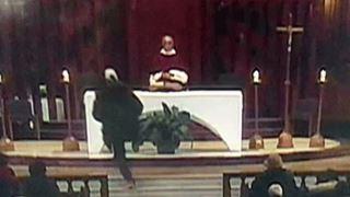 Καναδάς: Άνδρας επιτέθηκε με μαχαίρι σε ιερέα