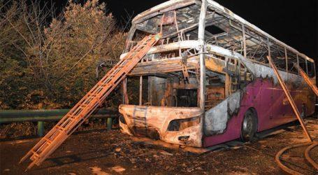 26 νεκροί από φωτιά σε τουριστικό λεωφορείο