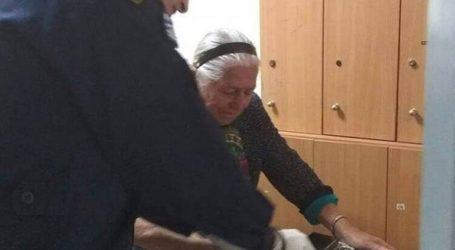 Στο πλευρό της 90χρονης γιαγιάς που συνελήφθη η οικογένεια Σαββίδη