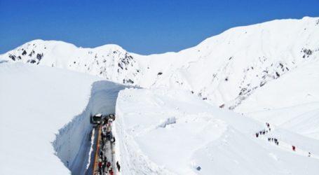 Διασχίζοντας τα τεράστια «τείχη του χιονιού»…
