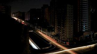 Βενεζουέλα: Στο σκοτάδι παραμένει η χώρα