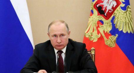 Zευγάρι διαδήλωσε κατά του Πούτιν και διώκεται για υποκίνηση φυλετικού μίσους