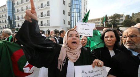 Διαδηλωτές ζητούν την παραίτηση του προέδρου Μπουτεφλίκα