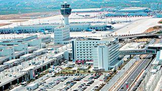 Αύξηση αεροπορικών αφίξεων, μείωση των οδικών τον Φεβρουάριο