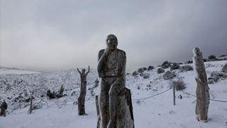 Χιόνια στην Πάρνηθα και 150 χιλιόμετρα την ώρα οι άνεμοι στον Παρνασσό