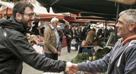 Με πολίτες και εμπόρους στις λαϊκές αγορές του δήμου της Αθήνας συνομίλησε ο Ν. Ηλιόπουλος