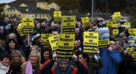 Διαδήλωση κατά των «φυσικών συνόρων» και των μεθοριακών ελέγχων στα σύνορα με τη Βόρεια Ιρλανδία