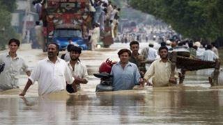 Τουλάχιστον 35 νεκροί από πλημμύρες