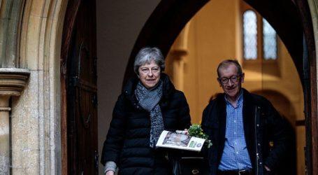 Η Μέι δέχεται τεράστιες πιέσεις από υπουργούς να επιδιώξει έξοδο χωρίς συμφωνία