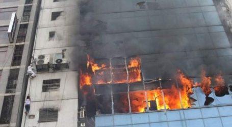 Χειροπέδες σε δύο από τους ιδιοκτήτες του κτιρίου στην Ντάκα όπου εκδηλώθηκε πυρκαγιά