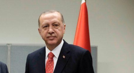Ο Ερντογάν ψήφισε στην Κωνσταντινούπολη και ευχήθηκε να είναι μεγάλη η προσέλευση των ψηφοφόρων