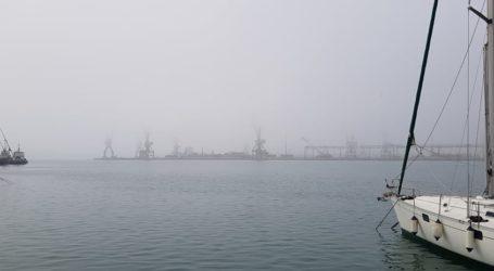 Πέπλο ομίχλης σκέπασε τον Βόλο [εικόνες]