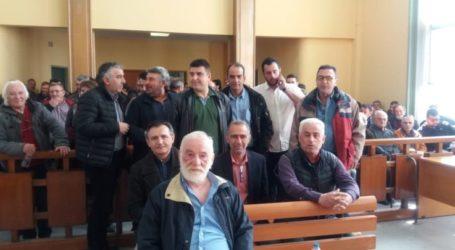 Συνεχίζεται σήμερα η δίκη των Λαρισαίων αγροτών για τα μπλόκα – Διαμαρτυρία έξω από τα δικαστήρια (φωτο)