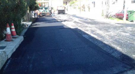 Εργασίες ασφαλτόστρωσης στην οδό Βάρναλη [εικόνα]