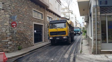 Βόλος: Εργασίες ασφαλτόστρωσης στην οδό Σοφοκλέους [εικόνα]