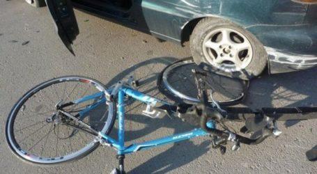 Μοτοσυκλέτα παρέσυρε ποδηλάτη στον Βόλο