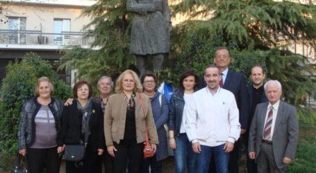 Στεφάνι στο άγαλμα του του Θεόδωρου Κολοκοτρώνη κατέθεσε ο Σύνδεσμος Πελοποννησίων Λάρισας