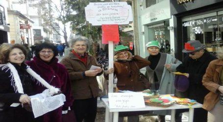 Ποιήματα στα χέρια από την ποιητική σκηνή Volos Poetry Slam