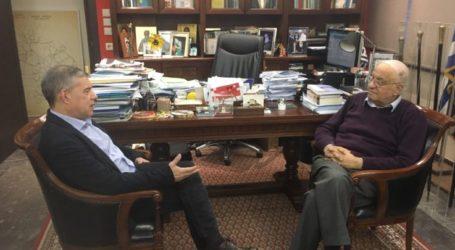 Συνάντηση του Περιφερειάρχη Θεσσαλίας με τον κορυφαίο αστροφυσικό Διονύση Σιμόπουλο