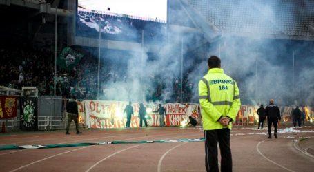 Νέα διακοπή στο ντέρμπι Παναθηναϊκός – Ολυμπιακός -εισβολή οπαδών στο γήπεδο, δακρυγόνα απ΄έξω: (0-1 Β' ημίχρονο)