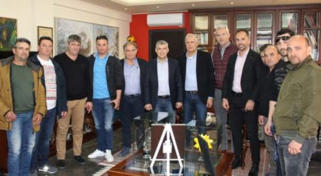 Συνάντηση Περιφερειάρχη Θεσσαλίας με κτηνοτρόφους της Ελασσόνας για εταιρεία παραγωγής ηλεκτρικής ενέργειας