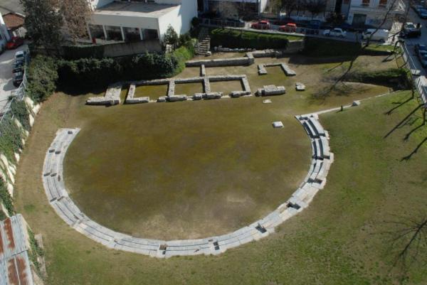 Αφιέρωμα: Το λαμπρό Α' Αρχαίο Θέατρο και το λιτό Β' Αρχαίο Θέατρο της Λάρισας (φωτό)