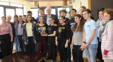 Στο δήμαρχο Λαρισαίων με διάκριση από τις ΗΠΑ παιδιά του Μουσικού Σχολείου
