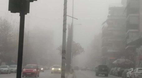 """""""Πέπλο"""" ομίχλης σκέπασε το πρωί της Παρασκευής τη Λάρισα (φωτό)"""