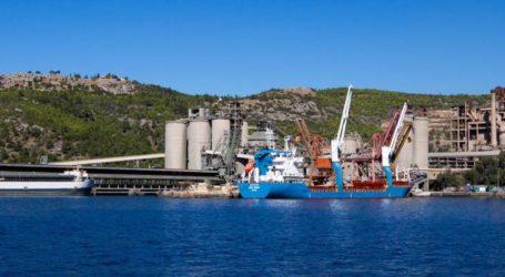 Βόλος: Μπλόκο σε πλοίο που ξεφορτώνει σκουπίδια από την Ιταλία στην ΑΓΕΤ