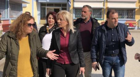 Η Ρένα στο 1ο Δημοτικό Σχολείο Λάρισας: Κάνουν γυμναστική και εκδηλώσεις στον διάδρομο του σχολείου