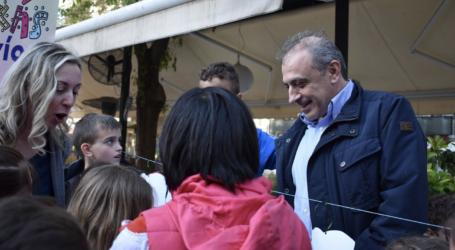 «Πλημμύρισε» με παιδικές φωνές η Τρίγωνη πλατεία στη Λάρισα για την «Εβδομάδα Παιδικής Λογοτεχνίας» (φωτο)