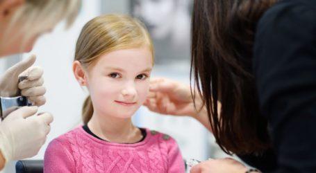 Κάντε δώρο στο βαφτιστήρι σας ένα πιστοποιημένο τρύπημα αυτιών από το κοσμηματοπωλείο Χρυσόλιθος