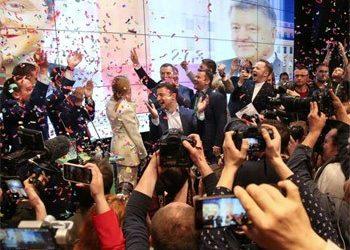 Οι Ουκρανοί έκαναν την έκπληξη εκλέγοντας πρόεδρο τον Ζελένσκι για να πατάξει τη διαφθορά