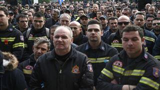 Προσλαμβάνονται 56 μόνιμοι πυροσβέστες και 876 5ετούς θητείας