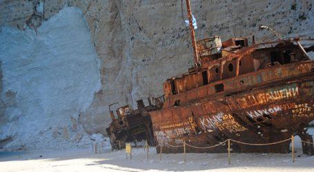 Η παραλία «Ναυάγιο» χωρίζεται σε τρεις ζώνες πρόσβασης