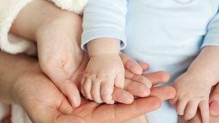 Αναδοχή και υιοθεσία χωρίς καθυστερήσεις, με διαφάνεια και στόχο όλα τα παιδιά να βρουν μια οικογένεια