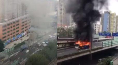 Εικόνες που κόβουν την ανάσα στην Κίνα: Λεωφορείο λαμπάδιασε εν κινήσει