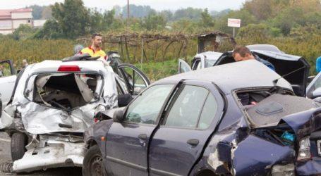 Απεγκλωβισμός ζευγαριού έπειτα από σφοδρή σύγκρουση δύο αυτοκινήτων