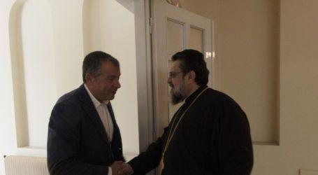 Συνάντηση του Σταύρου Θεοδωράκη με τον Μητροπολίτη Μεσσηνίας Χρυσόστομο
