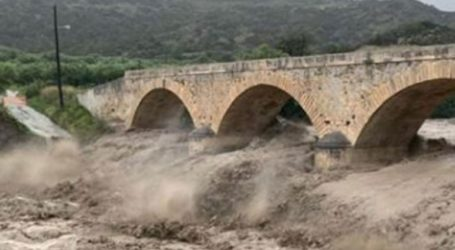 Η κακοκαιρία «απειλεί» γέφυρα 100 ετών στον Μύρτο