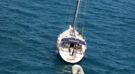 Εντοπισμός κλεμμένου σκάφους με ελληνική σημαία στις ιταλικές ακτές στο οποίο επέβαιναν παράτυποι μετανάστες