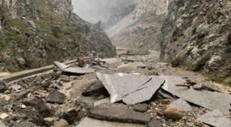 Παραμένουν τα προβλήματα λόγω των συνεχόμενων βροχοπτώσεων στο οδικό δίκτυο
