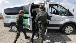 Μεγάλη αύξηση των συλλήψεων παράτυπων μεταναστών στα σύνορα με το Μεξικό τον Μάρτιο