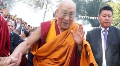 Με ελαφρύ βήχα εισήχθη στο νοσοκομείο ο Δαλάι Λάμα