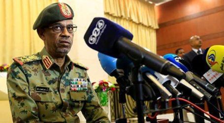 Ο υπουργός Άμυνας ορκίστηκε επικεφαλής του μεταβατικού στρατιωτικού συμβουλίου