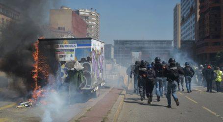 Συγκρούσεις μεταξύ κίτρινων γιλέκων και αστυνομίας στην Τουλούζη
