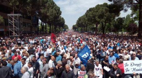 Αλβανία: Επεισόδια μεταξύ διαδηλωτών και αστυνομίας στα Τίρανα